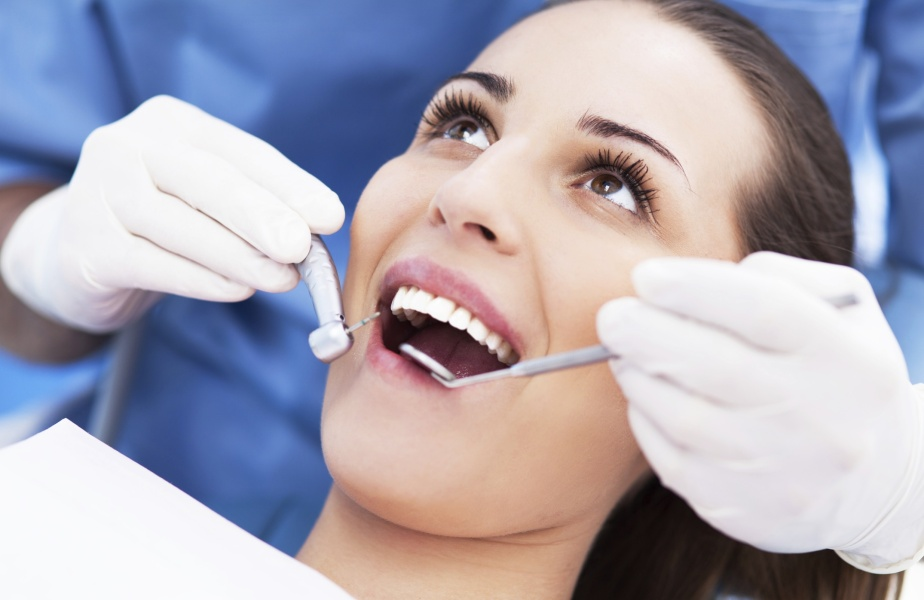 bleaching teeth at dentist